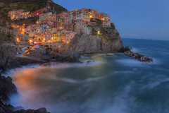 ligurian tale (Sergey S Ponomarev) Tags: sergeyponomarev canon eos 70d nature natura city town twilight night sunset manarola cinqueterre liguria italy italia 2017 april europe europa trip travel tourism postcard landscape paesaggio paysage spring primavera lights water sea mare rocks tide clouds buildings colors embankment boats сергейпономарев город пейзаж чинкветерре манарола италия лигурия море побережье путешествие туризм открытка весна вечер закат европа городок лодки красота апрель