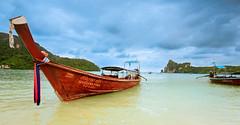 Piece of paradise (SamppaV) Tags: kohphiphi island islands thailand krabi province longboat speedboat traveling destinations canon6d reissussa travel whitesand paradise beach asia