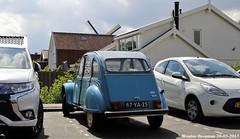 Citroën 2CV 1975 (XBXG) Tags: 87ya25 citroën 2cv 1975 citroën2cv 2pk deuche deudeuche eend geit 2cv4 bleu blue zoetermeer nederland holland netherlands paysbas vintage old classic french car auto automobile voiture ancienne française vehicle outdoor