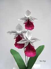 The last orchid of the season (Yara Yagi) Tags: origami paper papel flower flor orquídea orchid