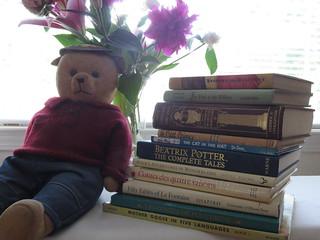 Do you read to your Teddybear? Vous racontez des histoires à votre nounours?