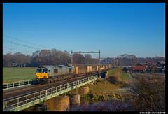 Captrain CB1000, Rijssen 04-12-2016 (Henk Zwoferink) Tags: rijssen overijssel nederland nl regge nosta emd class66 cb1000 ct captrain gruppe henk zwoferink