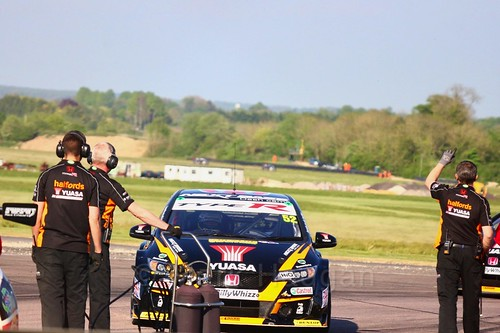 Gordon Shedden on the grid at the Thruxton BTCC round, May 2017