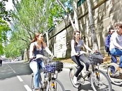 2017-05-13  Paris - Parc Rives de Seine - Quai de l'Hôtel de Ville (P.K. - Paris) Tags: aris mai 2017 may people candid street velib