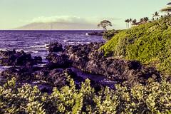 HI_Waileah_ShoreTowardWestMauiMoutains (rocinante11) Tags: beach beaches coast coastline sky hawaii wailea maui