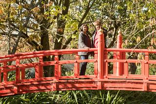 20170507_6219_7D2-130 On the Japanese bridge in Oamaru Gardens