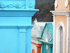 Cementerio (Alveart) Tags: guatemala centroamerica centralamerica latinoamerica latinamerica alveart luisalveart quiche elquiche chichichichicastenango ladino colorful graveyard cementerio tombsguatemala