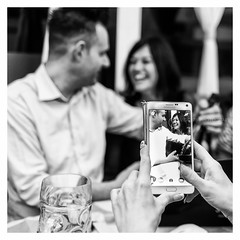 Il Cece - 2017 (davide978) Tags: mg9108 davide978 davidecolli davidecolliphotography cece taranto emanuele compleanno birthday festa party king 21100 varese italy italia federica tacolo smartphone telefono telefonino mani finger hand dita touch ilcece ilcecemeamis2017 40th canon ef 35mm f2 is usm canonef35mmf2isusm