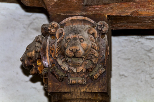 Löwenkopf beim mittleren Tor