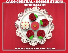 Romance & Love themed CupCake #love #romance #cupcakes #personalised #customised  #delhi #fondant #themed #delhi #newdelhi #cakecentral #gurgaon #noida #onlineorder #valentine (Cake Central-Design Studio) Tags: firstbrthday designercake delhi fondant themed kidscake