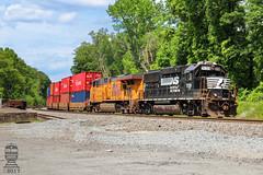 NS G95 (Steve Hardin) Tags: mableton ga georgia gp60 emd es44ac norfolksouthern unionpacific railroad railway railfan intermodal train railroadcrossing shippingcontainer stacktrain