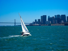 Playing in the San Francisco Bay (Steve Taylor (Photography)) Tags: sanfrancisco bay bridge skyline blue monochrome monocolour monocolor white ripple goldengate usa boat yacht sail