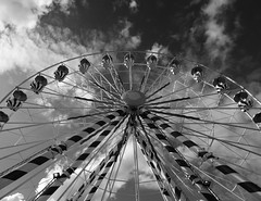 In the sky (François Tomasi) Tags: noiretblanc blackandwhite yahoo google flickr reflex nikon françoistomasi touraine villedetours tours indreetloire pointdevue pointofview pov photography photographie photo photoshop ciel sky clouds cloud nuages nuage lumières lumière lights light mai 2017
