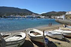 Barques sur la plage, Cadaqués (RarOiseau) Tags: espagne mer bateau plage cadaqués sable port saariysqualitypictures ruby3 v1500
