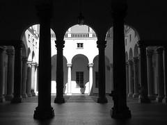 Al Ducale per Modigliani (fotomie2009) Tags: genova palazzo ducale architettura achitecture colonne patio courtyard liguria italy italia genoa monocromo monochrome bw bn corte rinascimento