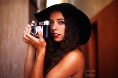 Prado (Julia L.S) Tags: girl cadiz andalucia spain españa populo girls chica chicas portrait 50mm18 50mm canon50mm18 retrato beautifulportraits landscape hat sombrero werlisa redlipstick
