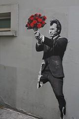Jaë Ray Mie_5709 passage Cottin Paris 18 (meuh1246) Tags: streetart paris jaëraymie passagecottin paris18 buttemontmartre fleur clinteastwood