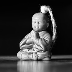 A moment for myself (eric zijn fotoos) Tags: oud sonyrx10111 nederland sonyrxiii beeld makro statue portrait macro blackandwhite blackwhite sonyrx10m3 detail noordholland bw old