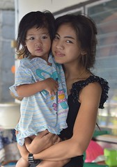 mother and daughter (the foreign photographer - ฝรั่งถ่) Tags: dec52015nikon mother daughter porch khlong lat phroa portraits bangkhen bangkok thailand nikon d3200