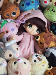 Kiki loves playing with Tsums (sh0pi) Tags: kinoko juice doll puppe kiki kikipop 3rd series sunny bunny date chocolate azone new clothes bunnyoutfit bunnies häschen pink rosa tsum tsums stackable plush disney disneystore