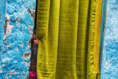 Behind the curtain (Feca Luca) Tags: street reportage portrait ritratto children bimbi people india asia nikon travel