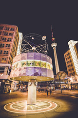 Around the world (Tom Piaï Photographie) Tags: heure time world monde terre pays voyage voyageur travel traveler horaire berlin allemagne deutsche germany alexanderplatz city bynight night tower tourdelatelevision tour ville lumiere light europe carte map ngc natgeo nationalgeographic
