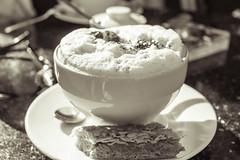 Cappuccino (Jutta M. Jenning) Tags: cappuccino kaffee trinken kaffeegenuss kuchen coffee milchschaum keks cafe nachmittag schoen getraenk getraenke tasse tassen kaffeetasse kaffeetassen genuss drink
