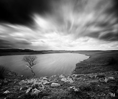 soirée ventée en Aubrac (flo73400) Tags: aubrac nb noiretblanc bw landscape lac lake france nuage cloud atmosphere le longexposure poselongue
