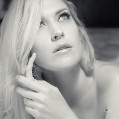 Julie01 (Joe D. Photography) Tags: blonde julieernes model playboy longhair beauty beautiful singlestrobe indoors homestudio phoenix arizona nude greeneyes hazeleyes canon7dmarkll sigma1750f28