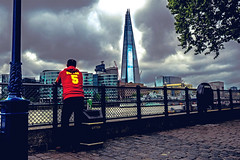 Viva Espana! (The Ultimate Photographer) Tags: london uk england riverthames river thames theshard tower skyscraper building highbuilding tall blue pointing shard skyline espana spain supporter fan team football no5 5 hooligan tourist olympus em1 omd spanish redshirt