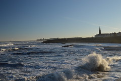 Breaking Waves (CoasterMadMatt) Tags: cullercoats2017 cullercoats tynemouth2017 tynemouth town towns village villages seasidetown northsea sea ocean roughseas roughsea stormyseas stormysea rough stormy seas januarystorms waves wave breakingwaves crashingwaves stgeorgeschurch saintgeorgeschurch st saint georges church churches cullercoatschurch englishchurches tynemouthcastle2017 tynemouthcastle castle castles englishcastles fort fortress ruin ruins englishheritage english heritage history tyneandwear tyne wear northeastengland england britain greatbritain gb unitedkingdom uk january2017 winter2017 january winter 2017 coastermadmattphotography coastermadmatt photos photographs photography nikond3200