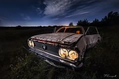 il vecchio Vincenzo (Darkflip) Tags: fotografíanocturna night linternas largaexposición longexposure carrasquilla coche abandonado