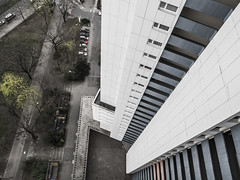 Fluchtpunkt (lars_uhlig) Tags: 2017 deutschland germany berlin gropiusstadt city highrise hochhaus beton concrete
