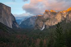 Yosemite Alpenglow (Waldemar*) Tags: usa california yosemite nationalpark mariposacounty sierranevada mountains elcapitan bridalveilfall tunnelview nature landscape sunset alpenglow