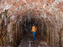 Tunnel icicles (Cjasar) Tags: tunnel galleria icicles ghiaccioli glace galarie quarry gjave cava rossoverzegnis redrock redstone verzegnisstone narrowgaugerailyway versegnis cjargne carnia nikonaw120