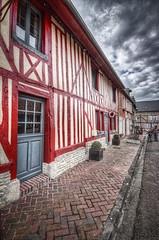 Beuvron en Auge Normandie (Bruno MATHIOT) Tags: red rouge maison house colombage porte door city street rue wideangle ultragrandangle 1020mm sigma canon 760d france french