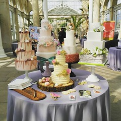 Ready to meet lots of lovely couples! At the #syon recommended suppliers showcase #weddingcake #weddingfair (Jen's Cakery) Tags: instagramapp square squareformat iphoneography uploaded:by=instagram lark syonhouse syonpark weddings syon cake cakes suppliers