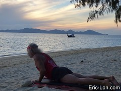 Yoga sun salutations at Kradan (9) (Eric Lon) Tags: kradanyogaavril2017 yoga sunrise salutations asanas poses postures beach plage mer thailand kradan island ile stretching flexibility etirement souplesse body corps fitness forme health sante ericlon