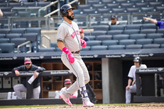Astros second baseman Marwin Gonzalez walks during the second inning. (apardavila) Tags: houstonastros mlb majorleaguebaseball marwingonzalez newyorkyankees yankeestadium yankees yanks baseball sports