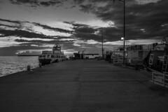 IMG_7721 (Carlos M.C.) Tags: holbox mañana madrugada despertar blanco negro color barco bote lancha ferry camarote rojo azul salvavidas amarre cuerda botes
