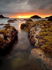 Sunset before the storm (Beatriz-c) Tags: sunset atardecer storm tormenta shore orilla beach playa waves olas orange naranja sun sol clouds nubes
