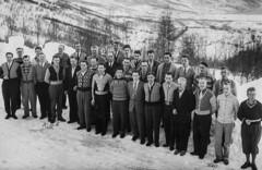 PEM-ROG-00147 Gruppebilde av kursdeltakere ved Gratangen Hotel