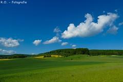 Landschaft / Landscape (R.O. - Fotografie) Tags: landschaft landscape wolken clouds himmel sky grün green blau blue natur nature rofotografie nrw deutschland b64 brakel wiese meadow