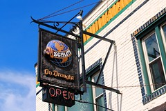 Schlitz on Draught, Milwaukee (Cragin Spring) Tags: midwest milwaukee milwaukeewi milwaukeewisconsin wisconsin wi city urban building sign beer beersign schlitzbeer schlitz piwo bier globe