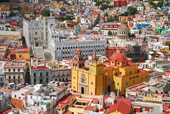 Guanajuato - Universidad y Basílica (Carlos ZGZ) Tags: carloszgz mexico 2d colour cmstoolsphotoring creativecommons freepictures color couleur mexique america town architecture monument guanajuato aerialview city wallpaper outdoor overview fondodepantalla postal postcard cartepostale birdseyeview vistaaerea vistadepajaro arquitectura monumento