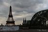 Der Eiffelturm im Blickwinkel mit dem Kölner Dom (Siggi2409) Tags: köln kölnerdom eiffelturm eishockeywm2017 eishockey graufilter langebelichtung