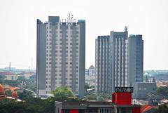 Apartemen Metropolis (Everyone Sinks Starco (using album)) Tags: surabaya eastjava jawatimur building gedung arsitektur architecture apartment apartemen