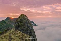 _J5K9180+94.0417.1.Phiêng Ban.Bắc Yên.Sơn La (hoanglongphoto) Tags: asia asian vietnam northvietnam northwestvietnam landscape scenery vietnamlandscape vietnamscenery vietnamscene morning outdoor sky cloud clouds mountain mountainouslandscape nature canon tâybắc sơnla bắcyên tàxùa phiêngban phongcảnh thiênnhiên buổisáng bầutrời mây núi phongcảnhtâybắc phongcảnhtàxùa sườnnúi dale thunglũng sunrise bìnhminh sun mặttrời bìnhminhtàxùa mâytàxùa canoneos1dsmarkiii zeissdistagont2035ze flanksmountain valley valleycloud thunglũngmây topmountain đỉnhnúi dinosaurspine sốngkhủnglong