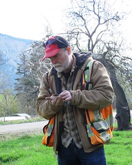 Splitrock's Odin classifies a soil sample (BC Wildlife Federation's WEP) Tags: lillooet wetland restoration design workshop wetlands education program bcwf wep splitrock environmental spray creek ranch farm organic schoolyard aboriginal