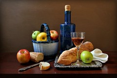 Taste of Bread (Esther Spektor - Thanks for 12+millions views..) Tags: stilllife natuemorte bodegon naturezamorta stilleben naturamorta composition creativephotography artisticphoto arrangement tabletop fruit apple bread baguette slice bottle wine basket tray goblet knife napkin glass ceramics metal pattern availablelight white yellow green blue red silverbrown estherspektor canon